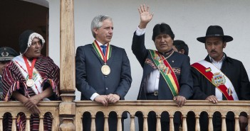 Evo Morales (au centre, à droite) et son vice-président Álvaro Garcia Linera (à sa gauche). Photo : Prensa Palacio/Freddy Zarco