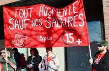 Manifestants devant le métro Jean-Talon à Montréal, le 15 avril 2016, lors de la journée d'action pancanadienne pour l'augmentation du salaire minimum à 15$/h. Photo : CCMM-CSN