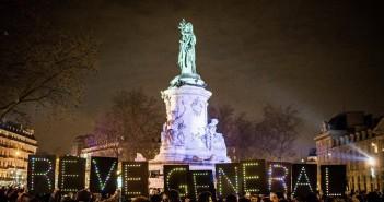 Des citoyens réunis en assemblée, place de la République, à Paris. Photo: Nuit debout.