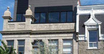 Mezzanine de l'édifice situé rue Cherrier (coin St-Hubert) à Montréal. Photo : Catherine Caron